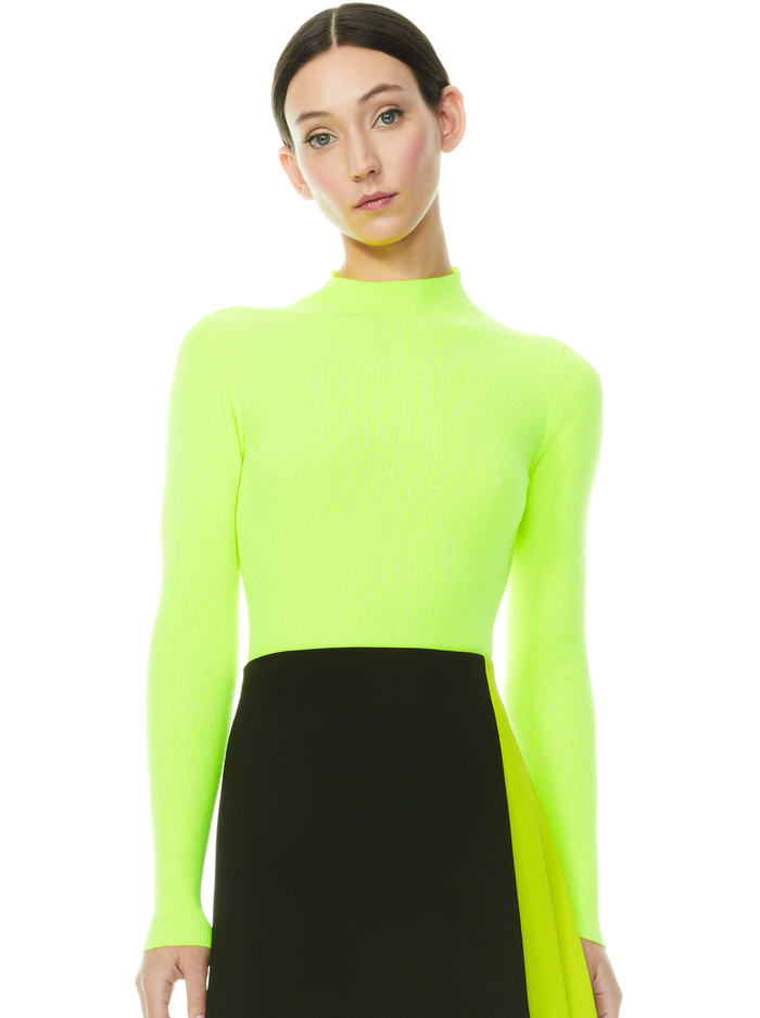 CIARA TURTLENECK PULLOVER - LIME PUNCH - Alice And Olivia