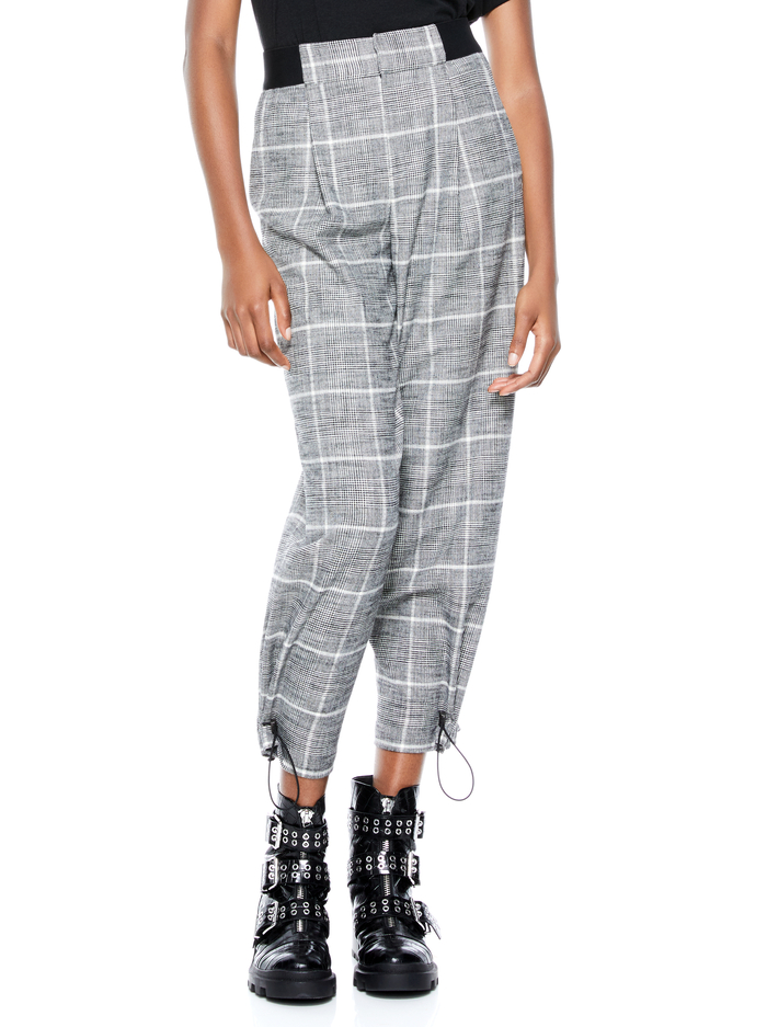 PARIS PLAID TOGGLE JOGGER - BLACK/WHITE - Alice And Olivia