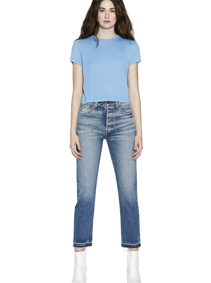 CINDY CLASSIC CREWNECK CROPPED TEE - CERULEAN - Alice And Olivia