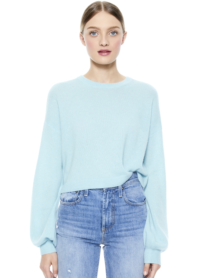 ANSLEY WIDE SLEEVE CROPPED SWEATER - WATERFALL - Alice And Olivia