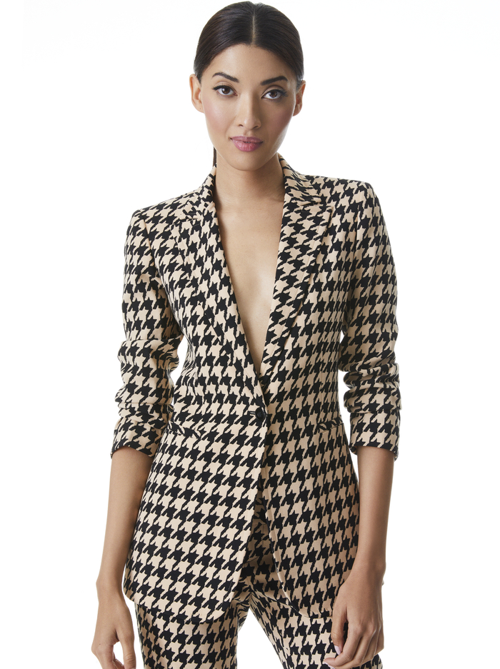 BREANN HOUNDSTOOTH FITTED BLAZER - ALMOND/BLACK - Alice And Olivia