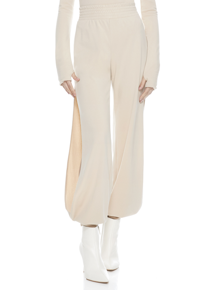MIAMI SIDE SLIT JOGGER - NUDE - Alice And Olivia